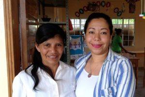 Dunia Martínez, derecha, Alcaldesa de Opatoro. Foto de Hugh Aprile.